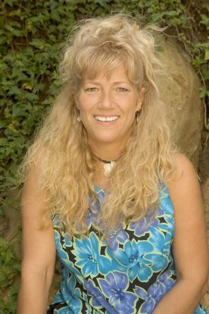 Tina Scheer as Tina