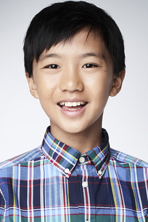 Ian Chen as Evan Huang
